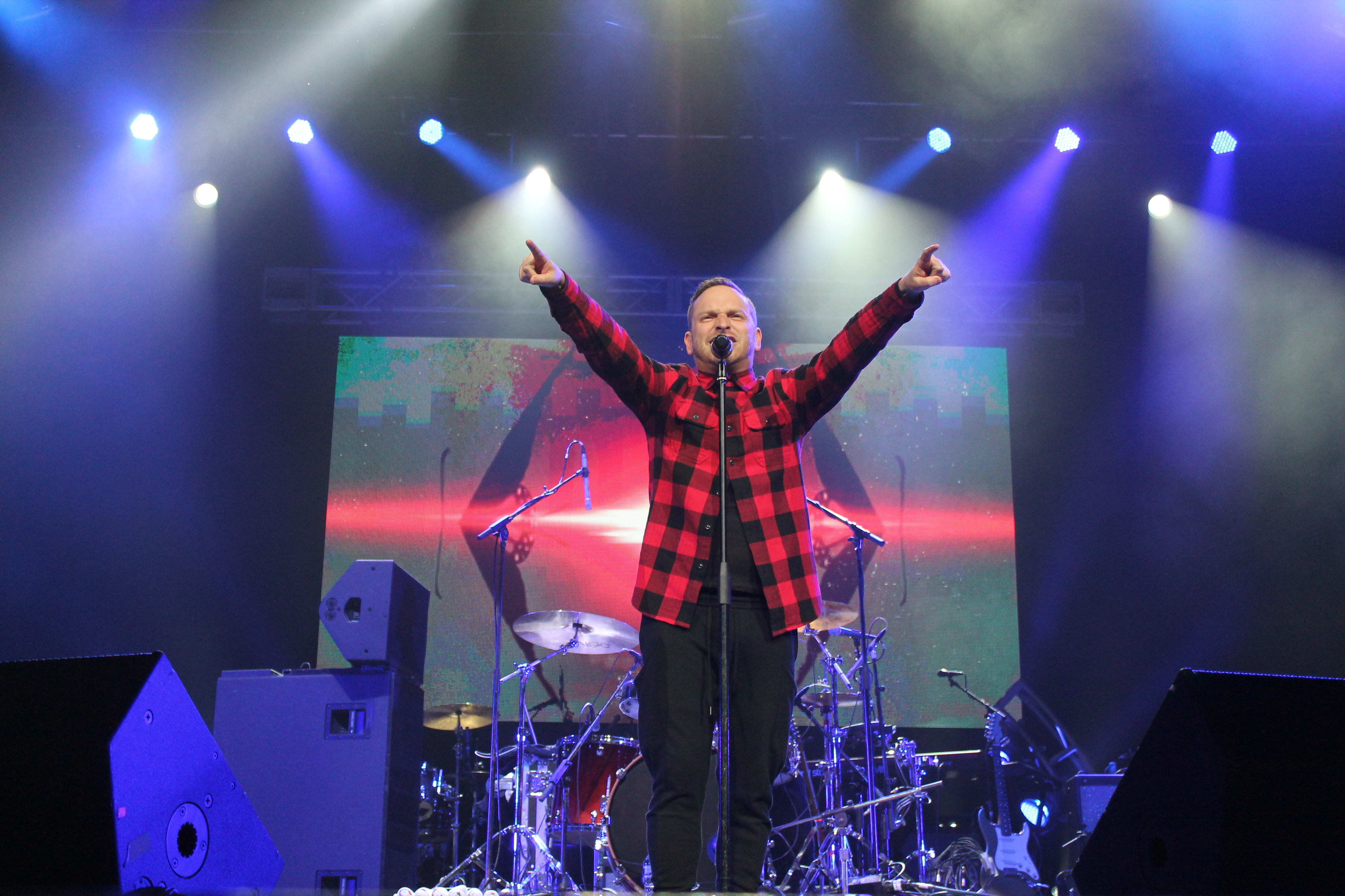 Kerfuffle Before Christmas at the First Niagara Center (12/18/2015 ...